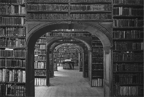 Bild einer alten Bibliothek