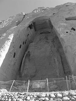 Die größere der Buddha Statuen von Bamiyan nach der Zerstörung