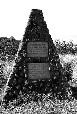 Grabmal von Bernhard Grzimek am Rande der Serengeti